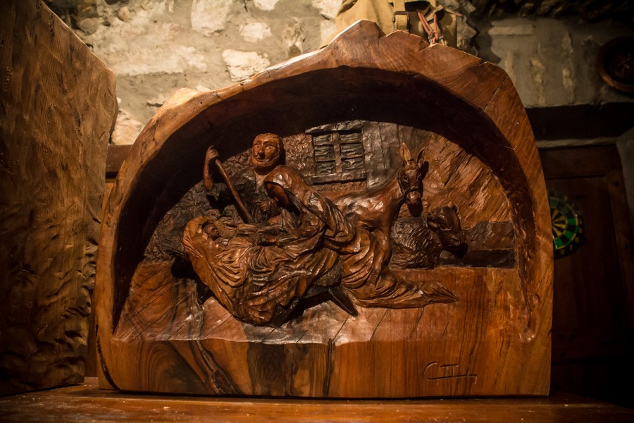Bas-relief of the Nativity in Walnut - Sculpture