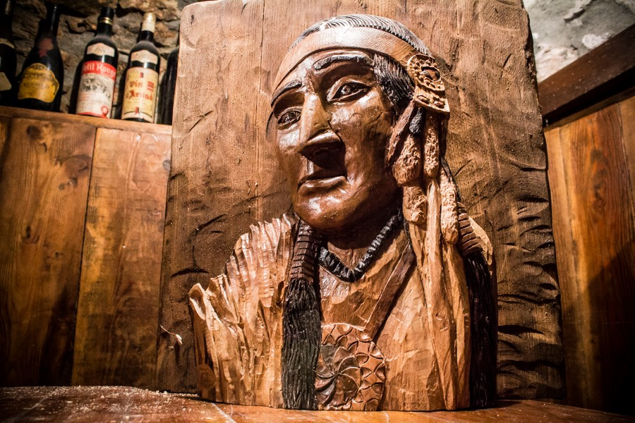Bas-relief of American Indian Man in Walnut - Sculpture