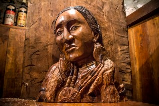 Bas-relief of American Indian Woman in Walnut - Sculpture