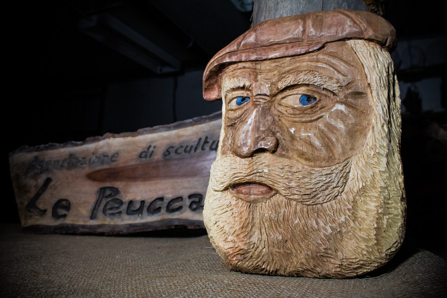Old man with hat - Sculpture