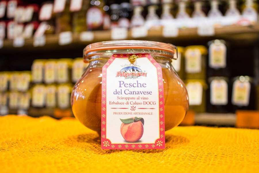 Peaches in syrup of Erbaluce di Caluso Wine DOCG Alpenzu